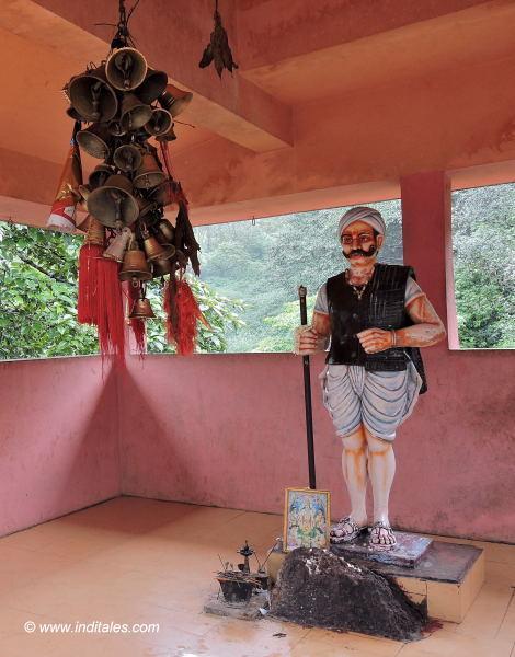 Nangar Tas statue