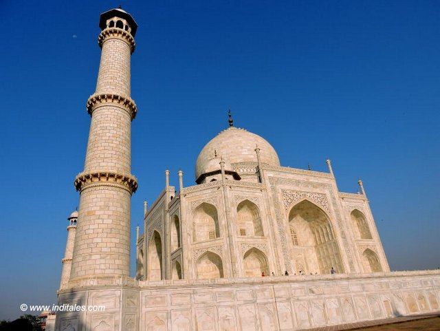 How the Minar's frame the Taj