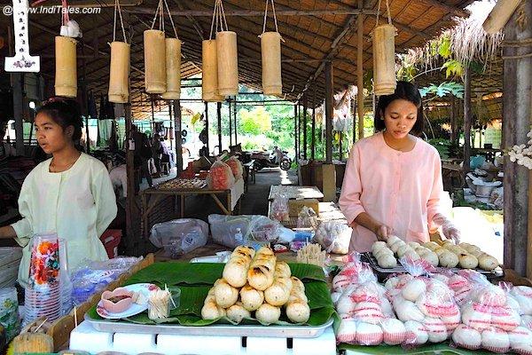 Bann Ton Tan Riverside market, Saraburi, Thailand