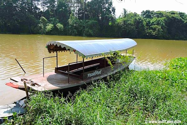Boat over Pa Sak river, Saraburi, Bann Ton Tan riverside market