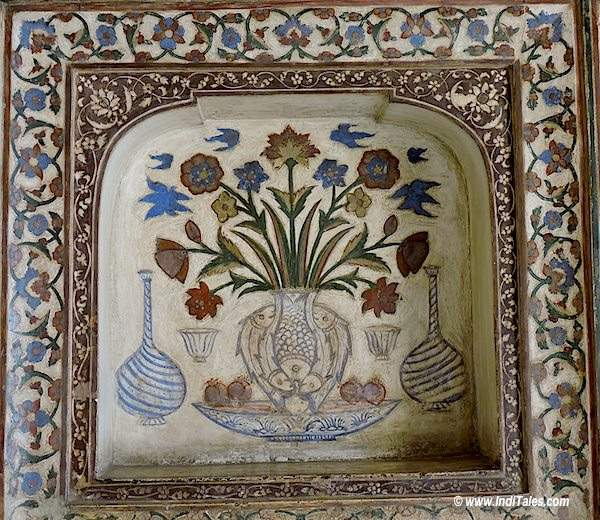 Fishes, Flower Vases, Wine Bottles on the walls of Itmad-Ud-Daula tomb