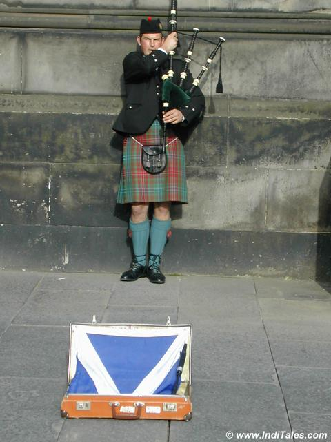 Bagpiper Player at Edinburgh