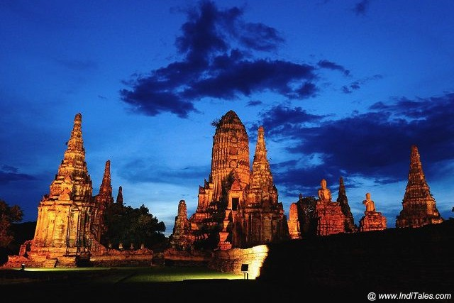 Wat Chaiwatthanaram at Night