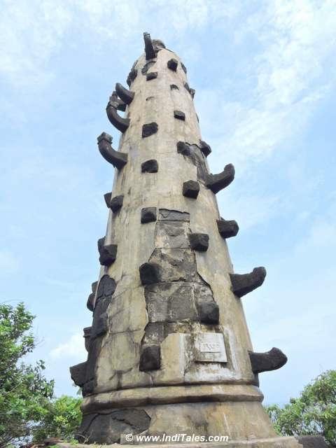 Deepstambh of Karhateshwara Temple