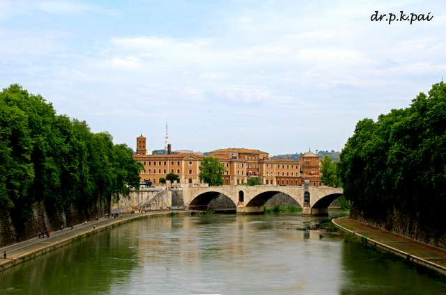 Bridge on River Tiber - Photogenic Roman Holiday sites