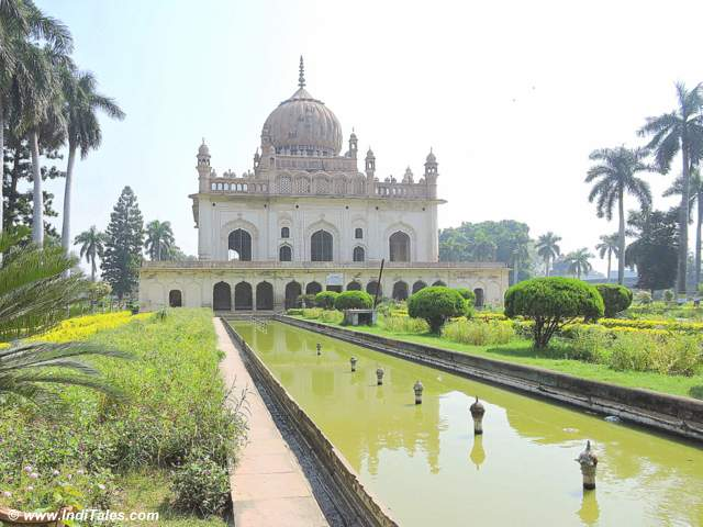 Another view of Tomb of Shuja-ud-Daula at Faizabad