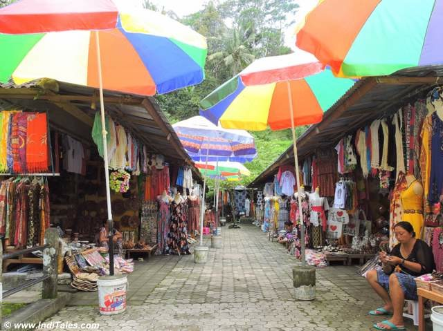 Market at Pura Tirtha Empul in Bali