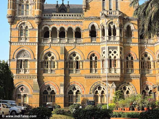3 different arches at 3 different levels at CST Mumbai