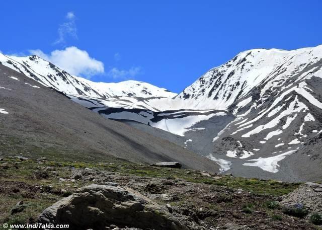 Snow peaks near Kunzum Pass