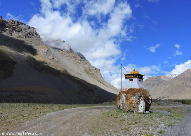Chorten close to Kunzum Pass