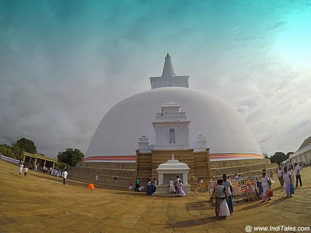 Ruwanaweli Seya Stupa
