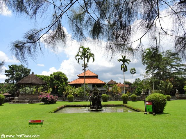 Lawns with fountains - Pura Taman Ayun - Bali