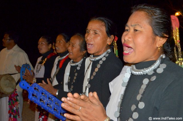 Ttibal Women singing