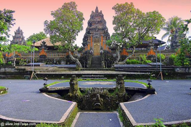 Pura Taman Saraswati - Ubud, Bali