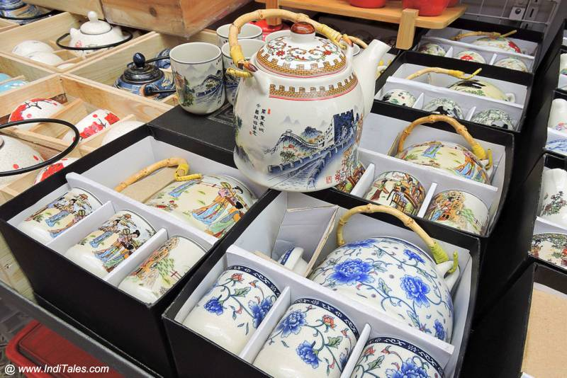 Chinese Porcelain as souvenir from Hong Kong