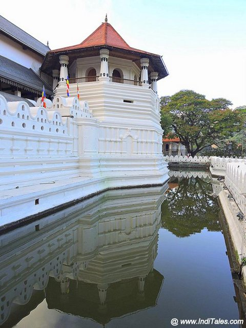 Moat outside the Temple of Tooth Relic