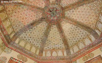 Frescoes on the ceilings of Queens' quarters - Amer Fort