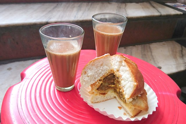 Gulab Ji ki Chai and Bun Samosa - Must try Street Food in Jaipur