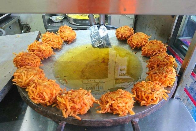 Samrat Laccha Aloo Ki Tikki - Jaipur Street Food to savor