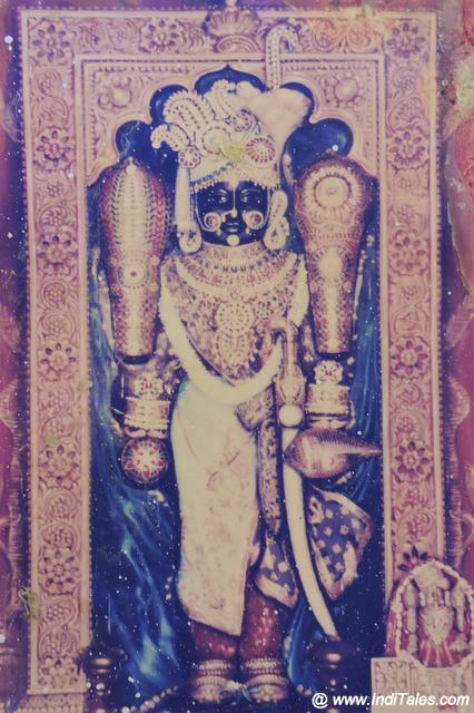 Image of Dwarkadhish in all his finery at Bety Dwarka