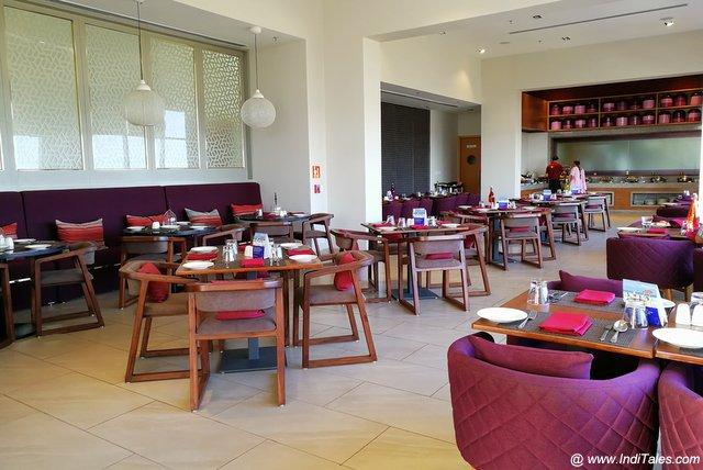Maakhan restaurant - Mercure Dwarka