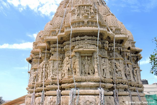 Sculptures on the outer walls of Rukmini Temple - Dwarka