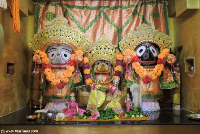 Krishna, Subhadra and Balram at Suvarn Tirth near Dwraka