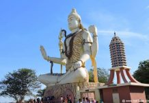 Giant Shiv Murti at Nageshwar Jyotirlinga Temple