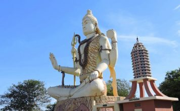 Giant Shiv Murti at Nageshwar Jyotirlinga Temple