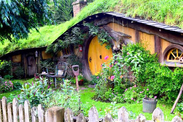 Hobbiton – The Shire homes