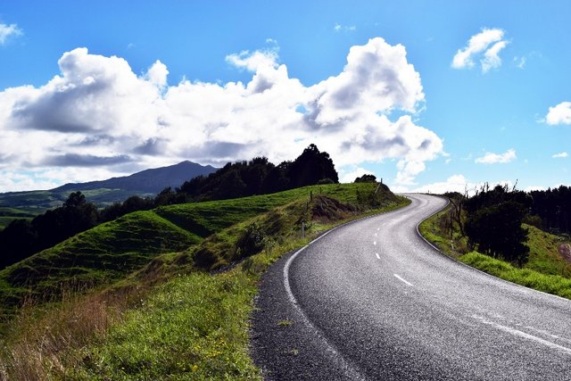 Winding roads of New Zealand North Island - A la Sound of Music