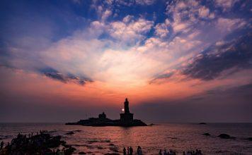 Sunset scene by Vivekananda Rock Memorial & Thiruvalluvar Statue