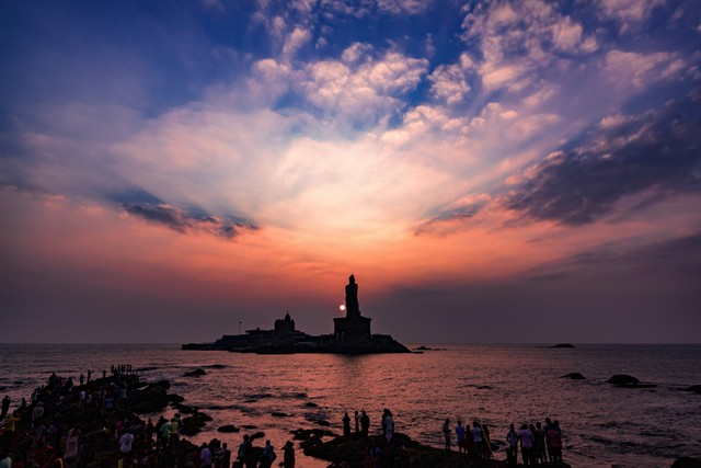 Sunset scene by Vivekananda Rock Memorial & Thiruvalluvar Statue