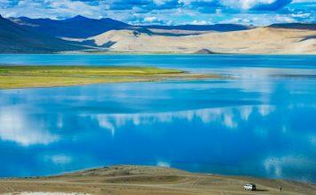 Colors of Tso Morriri Lake in Ladakh