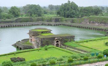 Kapoor Lake - Jahan Mahal Mandu