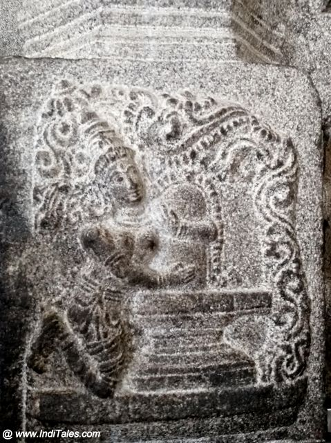 Parvati embracing the Shivalinga sculpture