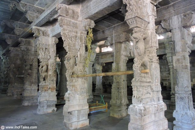 Carved pillars of 1000 pillared hall