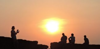 Sunset view enthusiasts waiting atop Chapora Fort Walls