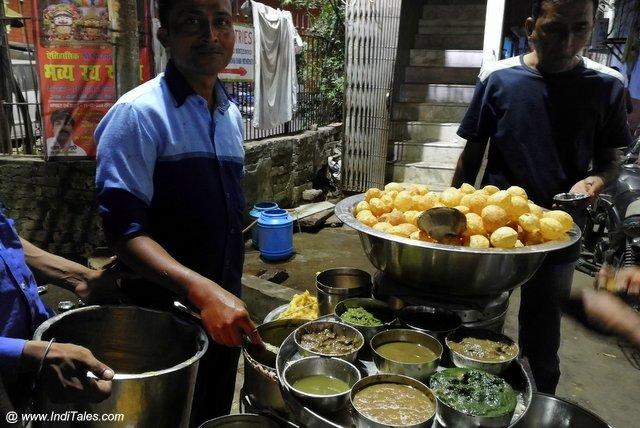 Ravi Gol Gappe Wala at Lucknow