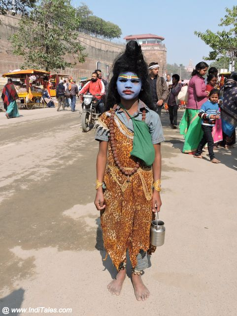 Street artist dressed-up as Lord Shiva