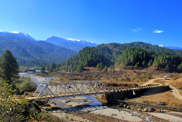 Bridge over Siyom river en route Samten Yongcha Monastery