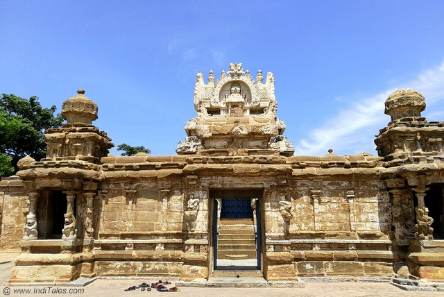 Main entrance to Kailasanathar Temple