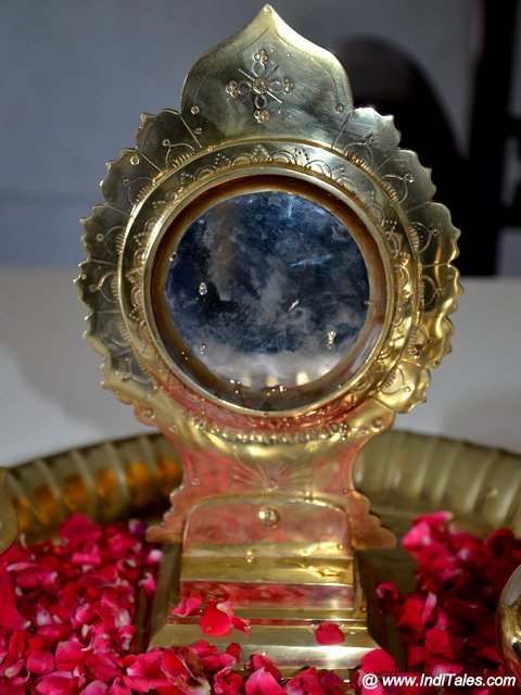 Aranmula Kannadi - the traditional metal mirror