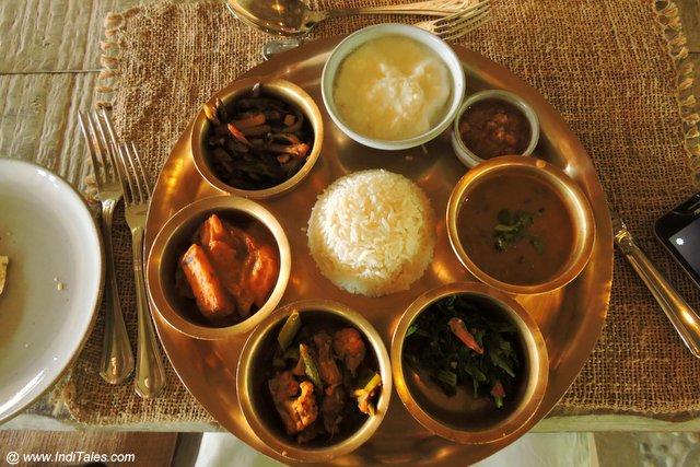 नेपाल की शाकाहारी थाली