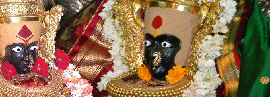अलंकृत महालक्ष्मी की मूर्ति
