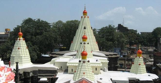 महालक्ष्मी मंदिर के तिकोने शिखर