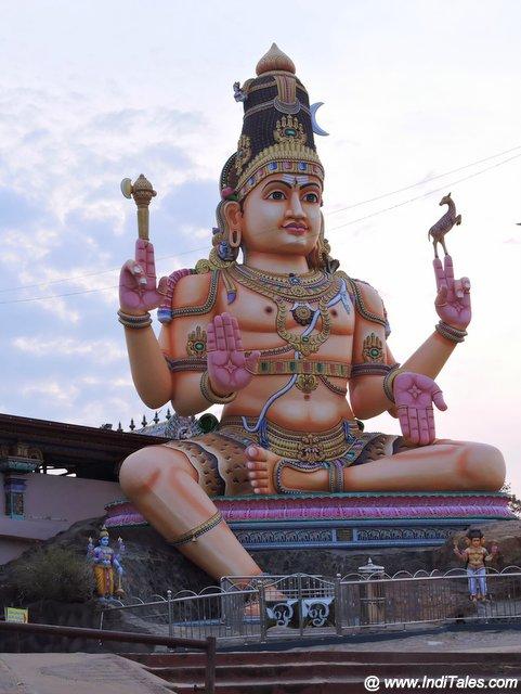 कोनेश्वर मंदिर की भव्य शिव प्रतिमा