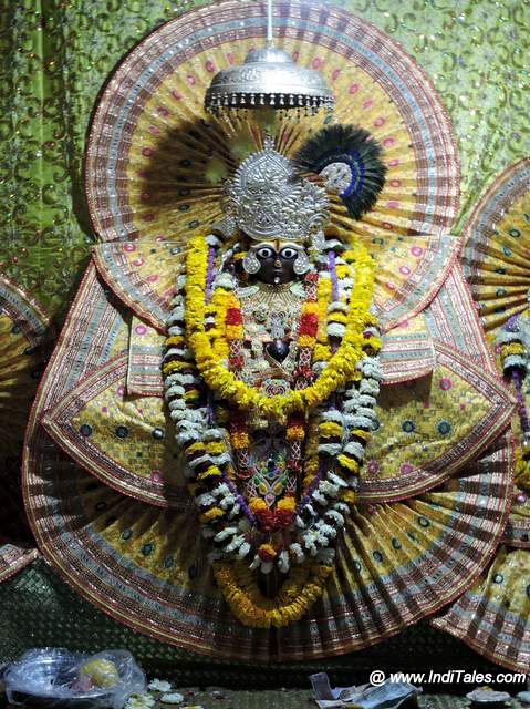Garud Govind Murti Vrindavan