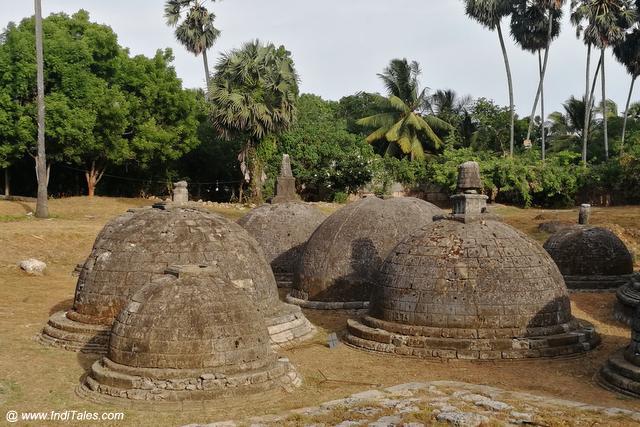 Stupas at Kadurugoda Viharaya