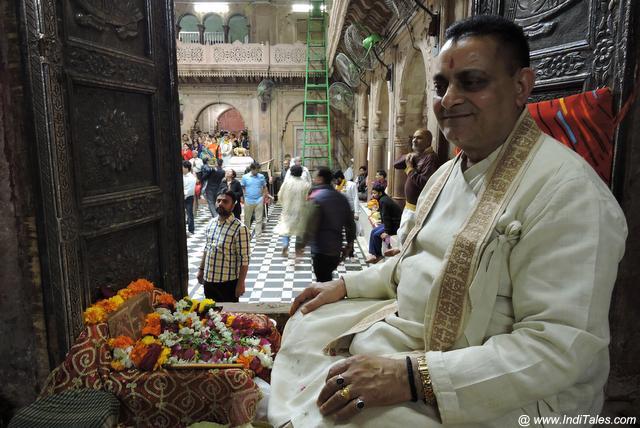 श्री बांके बिहारी मंदिर के पुजारी